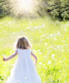 little-girl-running-795507_1920.jpg